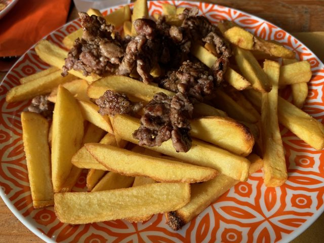 Old Bears - patatine fresche stick con salsiccia