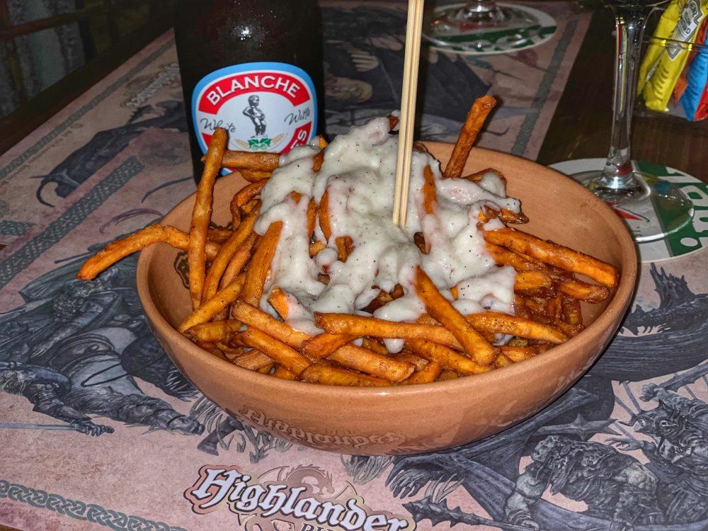 Highlander, patate americane fritte cacio e pepe