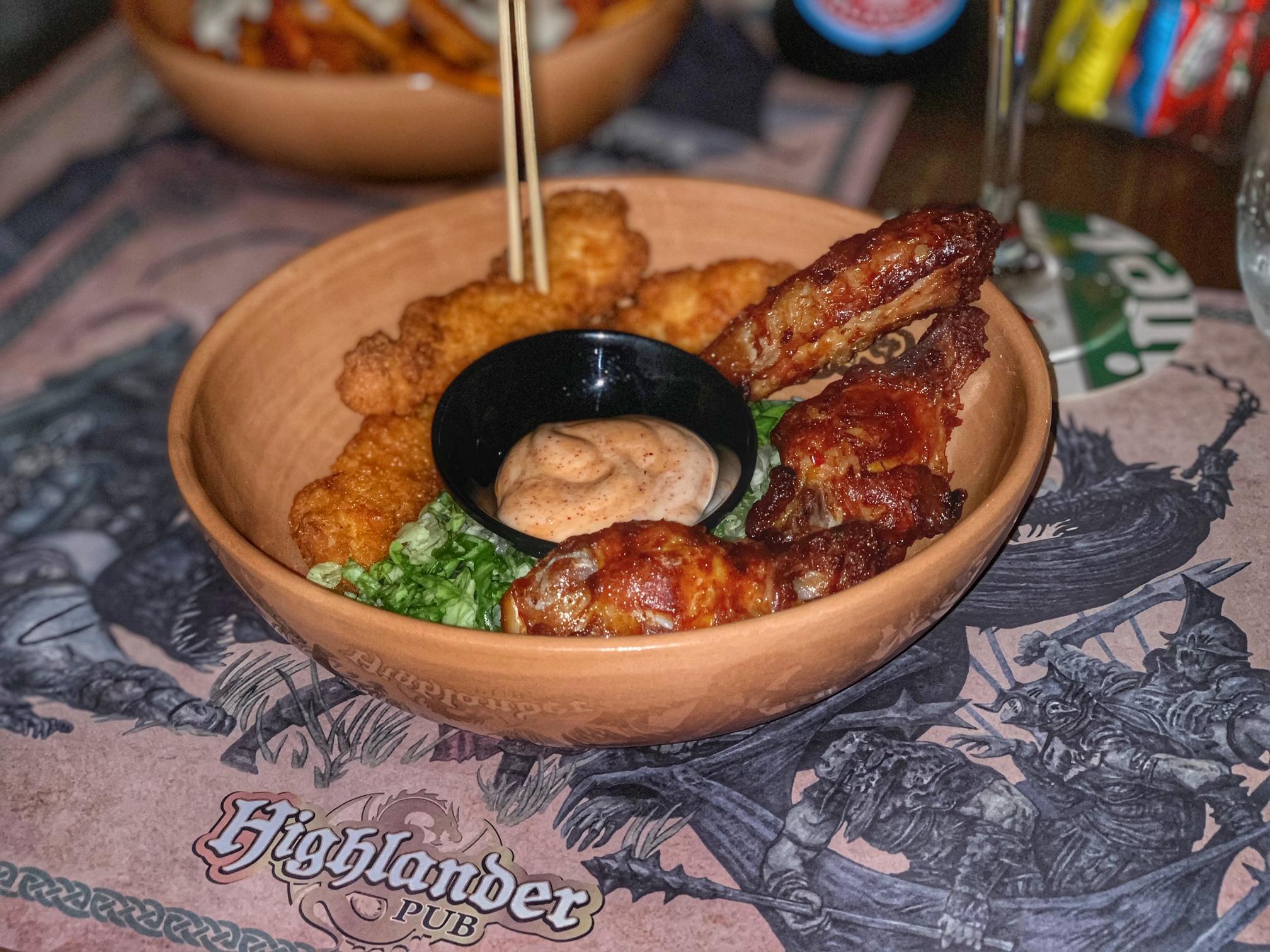 Highlander, mix di alette e straccetti di pollo fritti