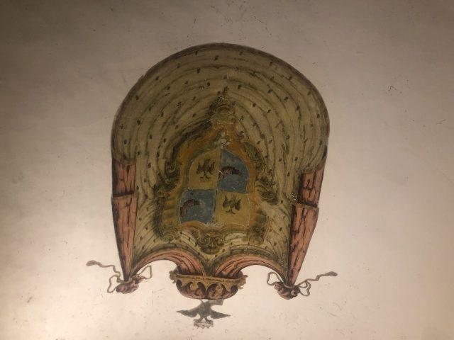 Don Giulio e Masaniello - stemma nobiliare del palazzo
