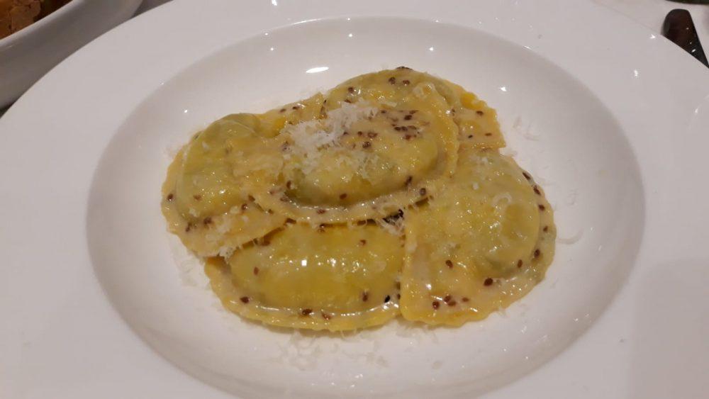 Locanda di Alia Castrovillari_Panzerotti ripieni di verdure e ricotta con salsa di semi di anice selvatico e parmigiano