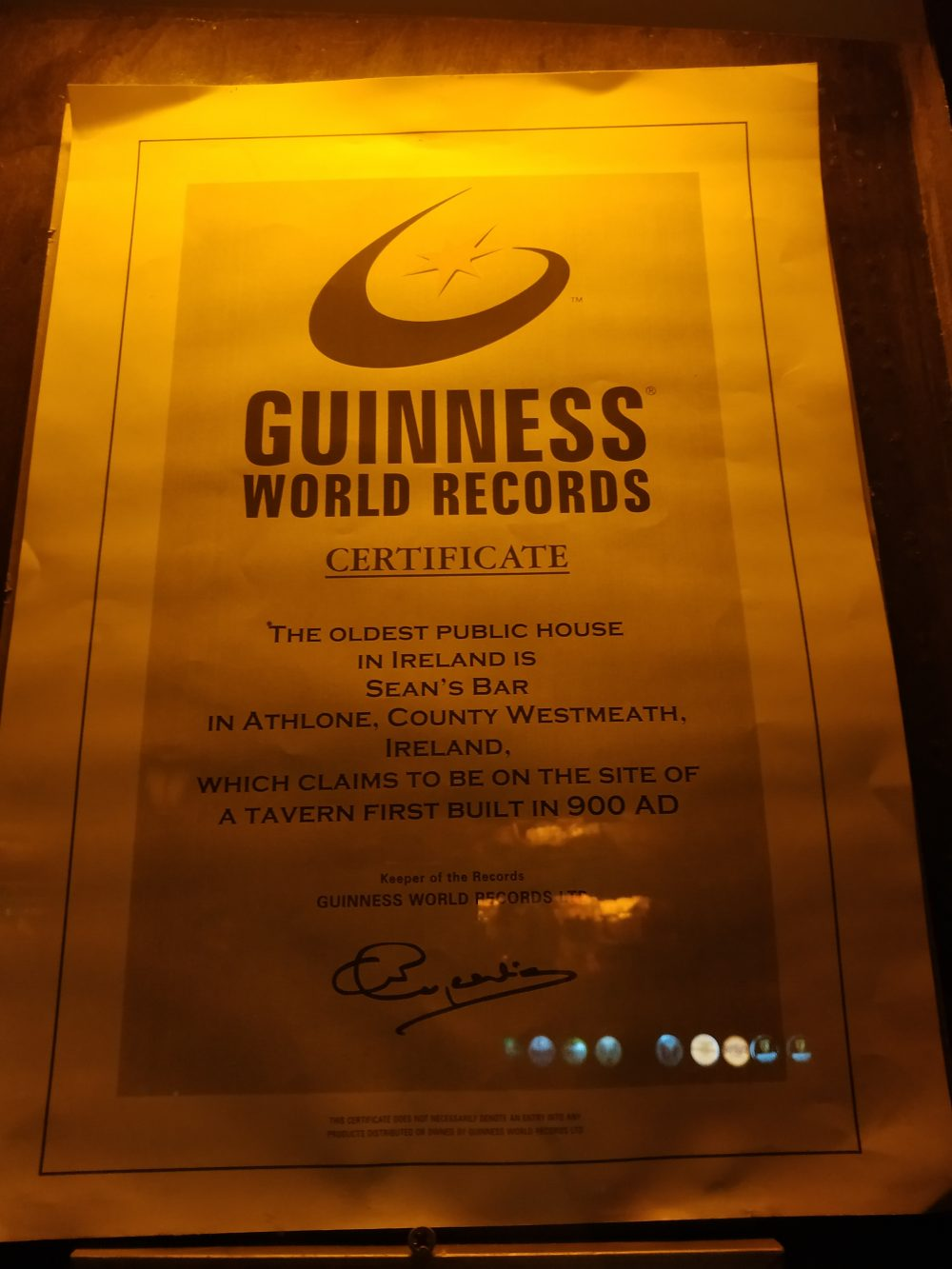 Sean's Bar - il certificato firmato Guinness World Records
