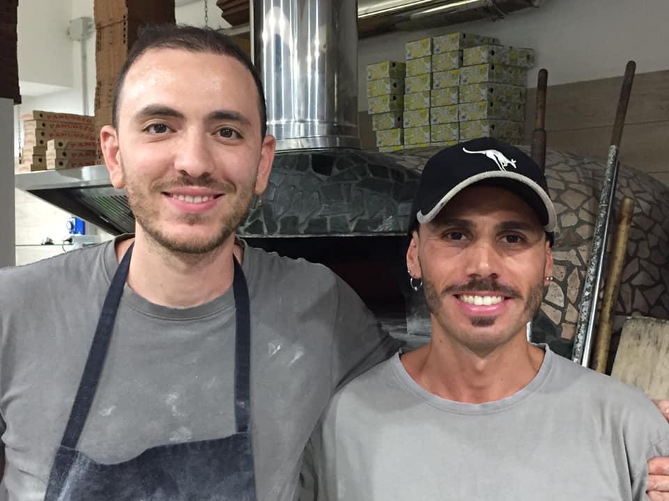 Pizzeria Scostumata, Mario De Marco con il suo aiuto Nicola