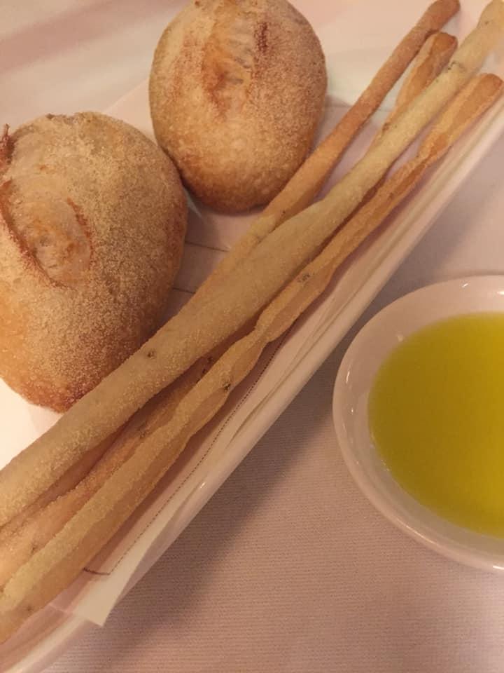 Ristorante Tosca Parigi, pane, grissini e olio
