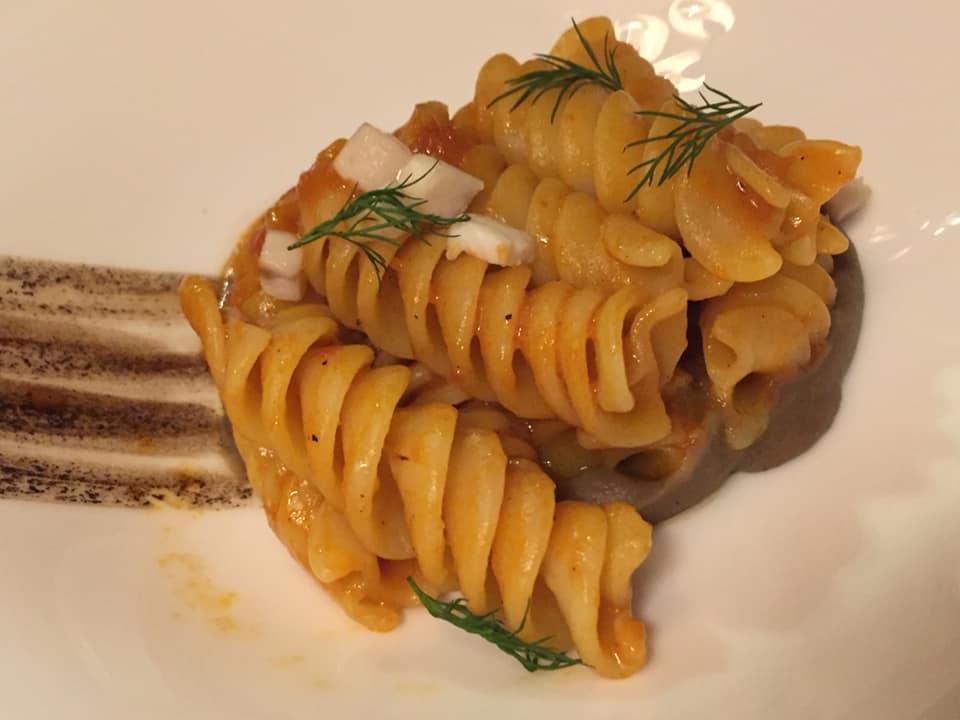 Ristorante Tosca Parigi, eliche al coccio, melanzane affumicate e aglio nero