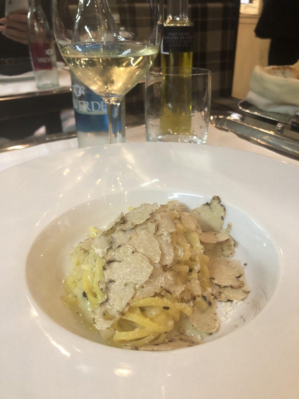 Tagliolini Cacio e Pepe con tartufo bianco