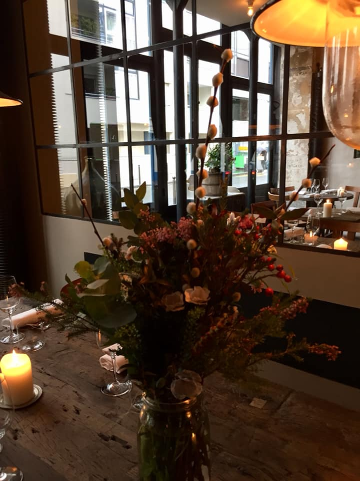 Septime a Parigi, i fiori al tavolo d'ingresso