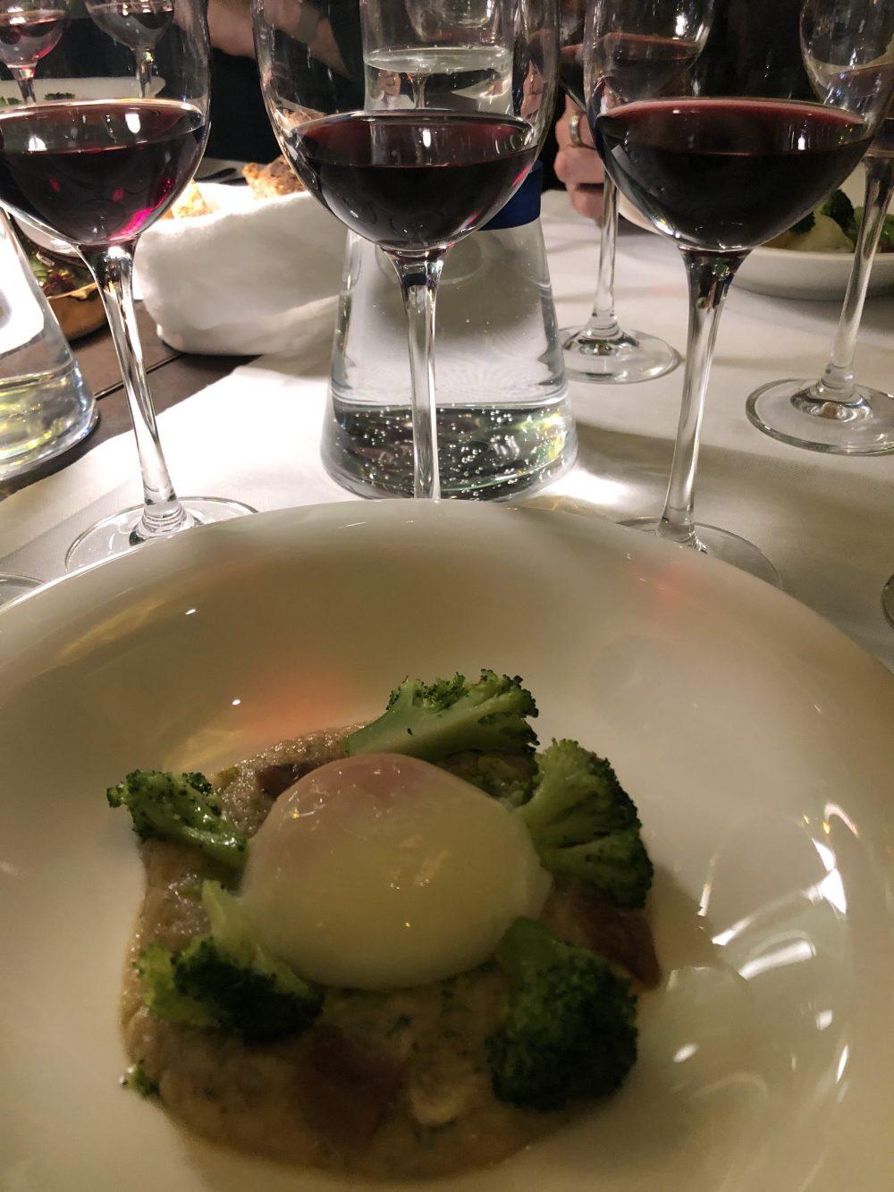 Uovo morbido su crema di pane broccoli e acciughe. BistRo Aimo e Nadia - Milano