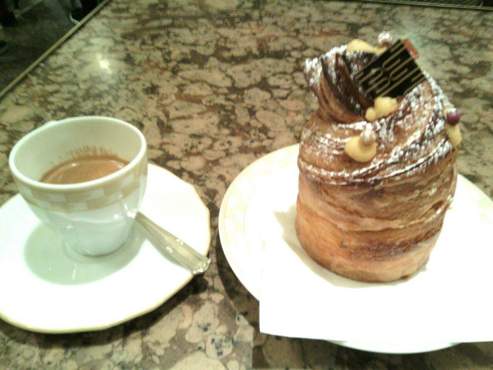 Cracco Cafe'- Caffe' e Croissant al panettone