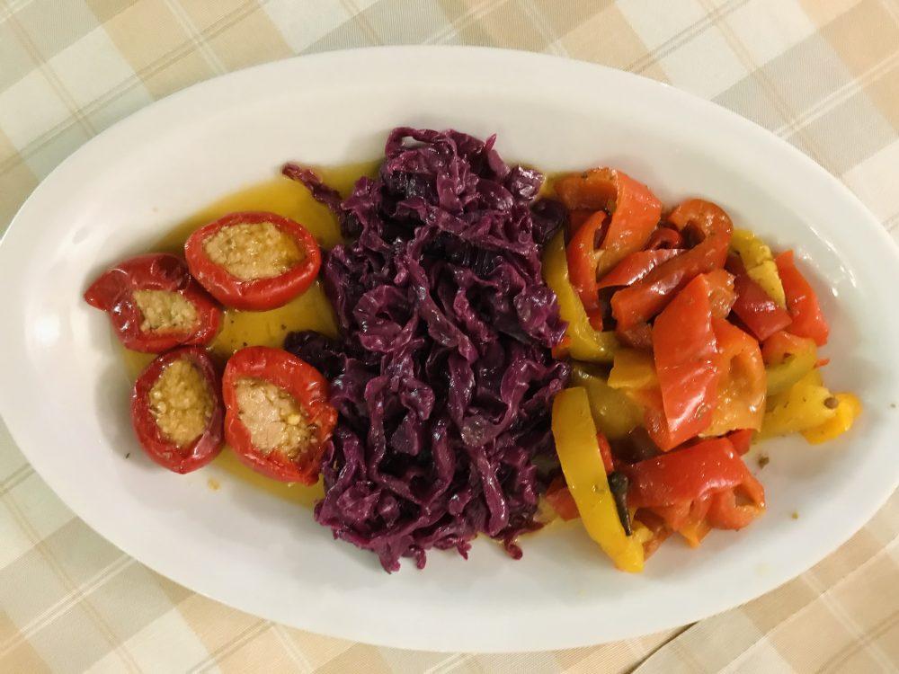 Il Borgo da Modesto - Peperoni, verza viola e peperoncini ripieni con il tonno