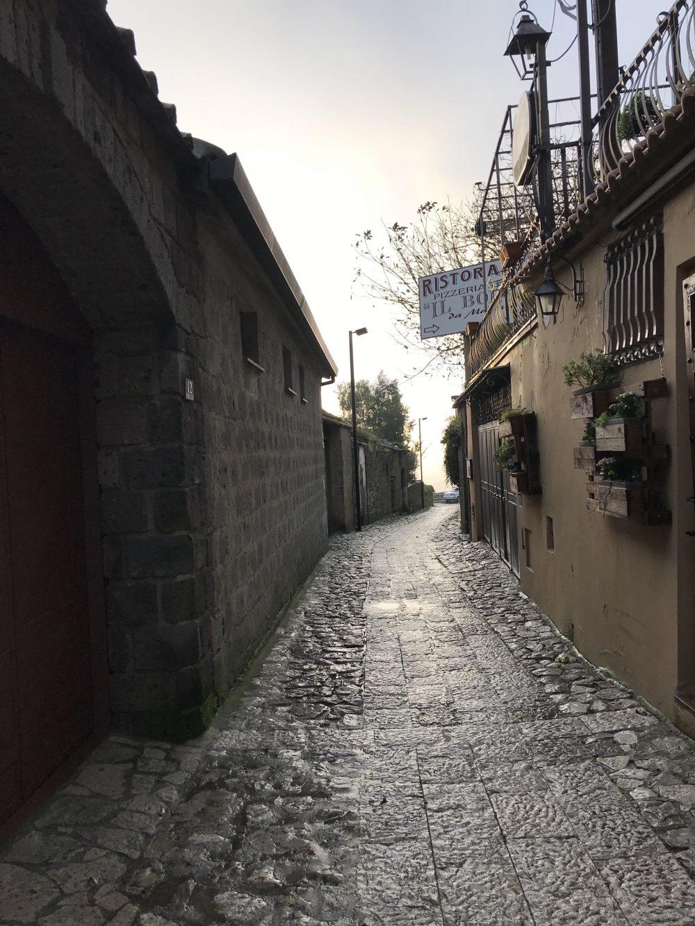Il Borgo da Modesto - vicolo del borgo di Caserta Vecchia