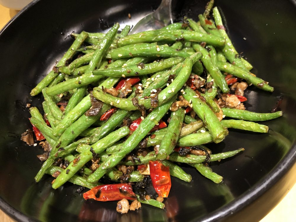 Le Nove Scodelle - Fagiolini rosolati con ragu' di maiale, verdura fermentata essiccata, zenzero e peperoncino