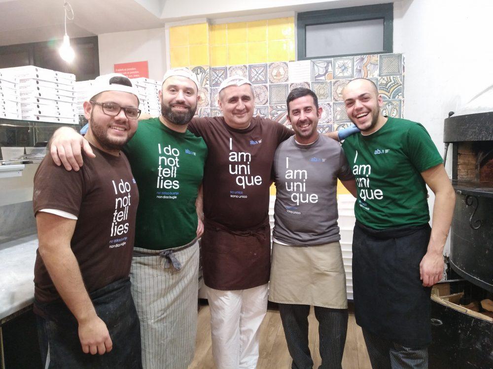 Pizzeria DaZero la brigata dei pizzaioli con la maglia dell'evento