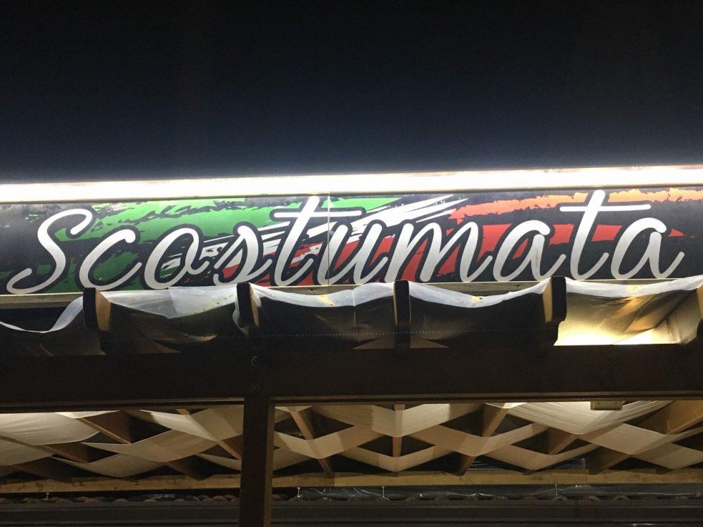 Pizzeria Scostumata - Insegna