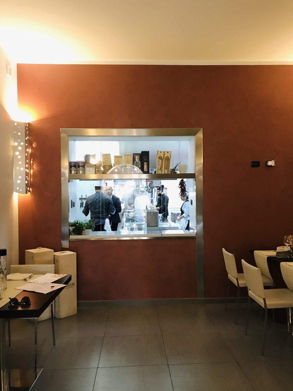 Rovy Ristorante - sala con cucina a vista