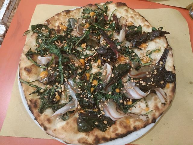 180g Pizzeria Romana - Misticanza selvatica ripassata, lardo speziato e affumicato, crema di zucca arrostita e arachidi pralinate