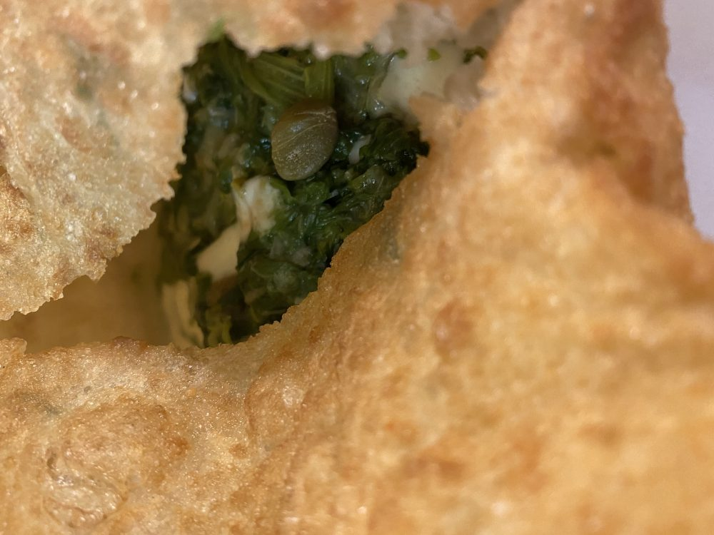 1947 Pizza Fritta - Scarule'_ scarole, olive nere, capperi e provola