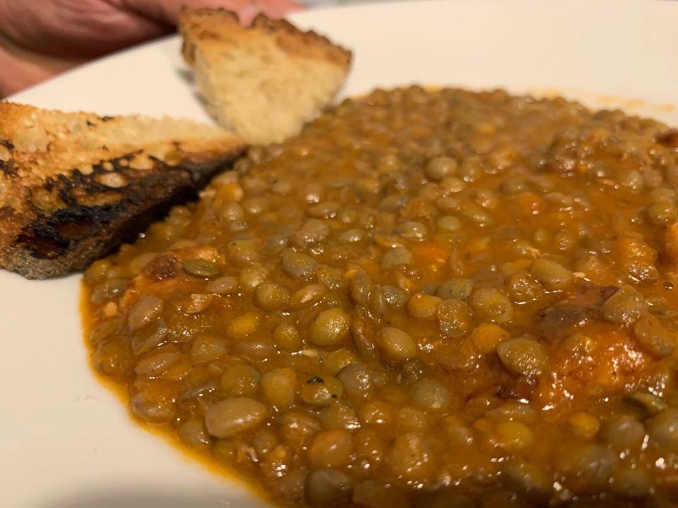 L'Oste Matto, lenticchie e salsicce