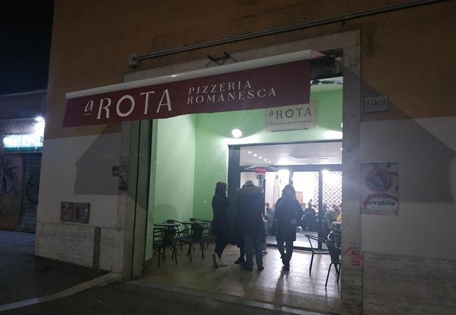 A Rota- Pizzeria Romanesca, l'entrata