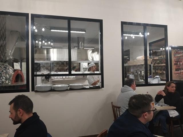 A Rota, il forno a vista e la cucina