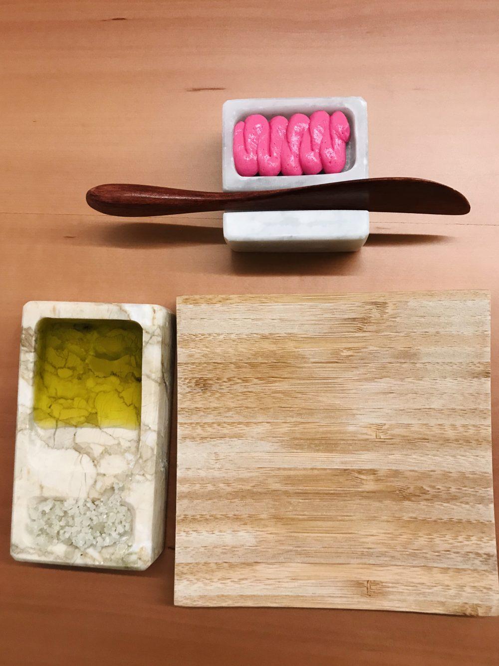 Contaminazioni Restaurant - Burro di bufala alla rapa rossa, sale francese di Guerande e olio extravergine