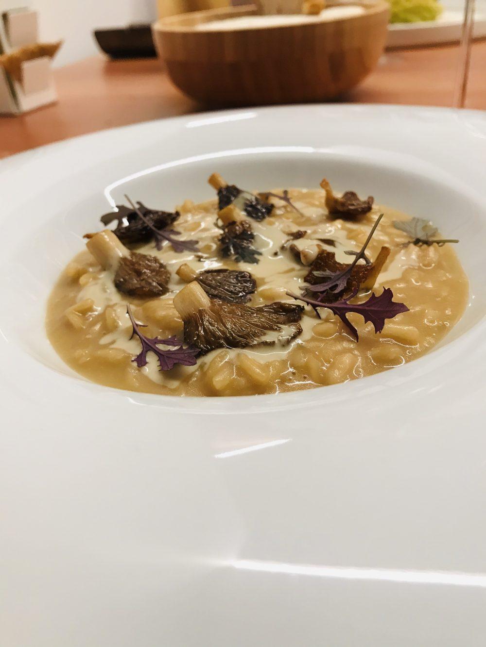 Contaminazioni Restaurant - Risotto con shitake e salsa ai funghi fermentati