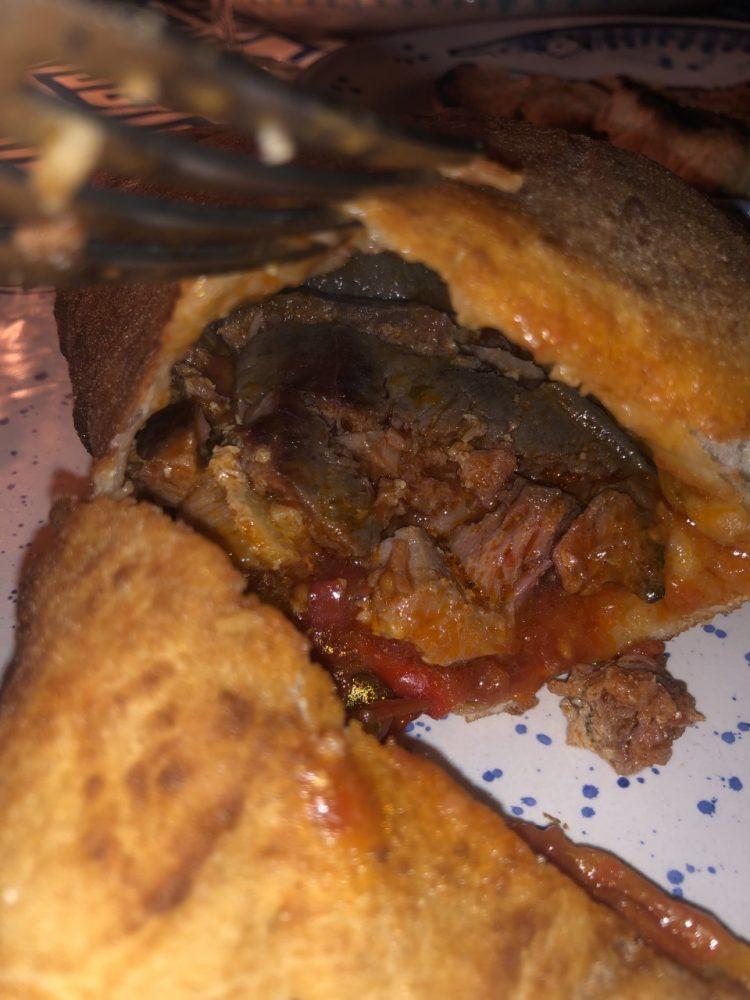 Osteria Sesta Stazione - pizza fritta con braciola di tonno