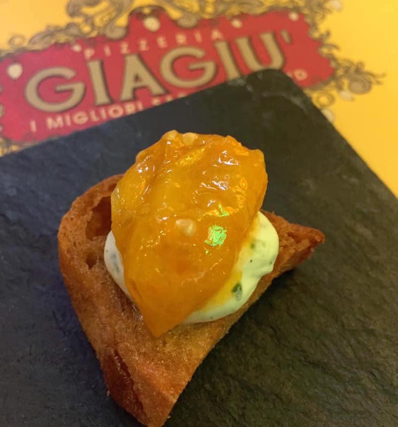 Pizzeria Giagiu' a Salerno, il benvenuto con il pomodorino giallo del Vesuvio