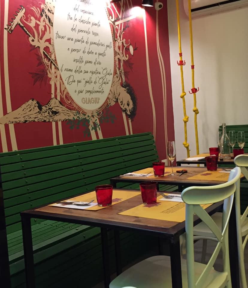 Pizzeria Giagiu' a Salerno, scorcio della sala