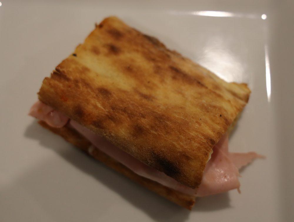 Regina Margherita - Paposcia ripiena di parmigiana, mozzarella e mortadella
