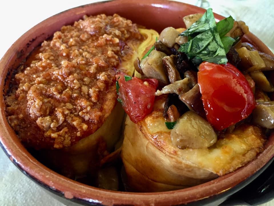 La Chioccia d'Oro, piatto storico - il NIDO di tagliatelle, nella versione classica e con porcini
