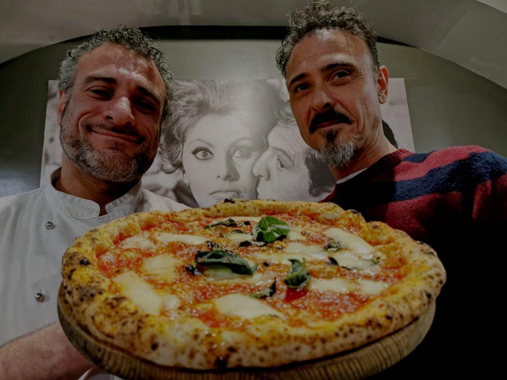 Pasquale Casillo titolare di Ieri, Oggi e Domani e il pizzaiolo del locale in via Nazionale 6, Marco Bustelli