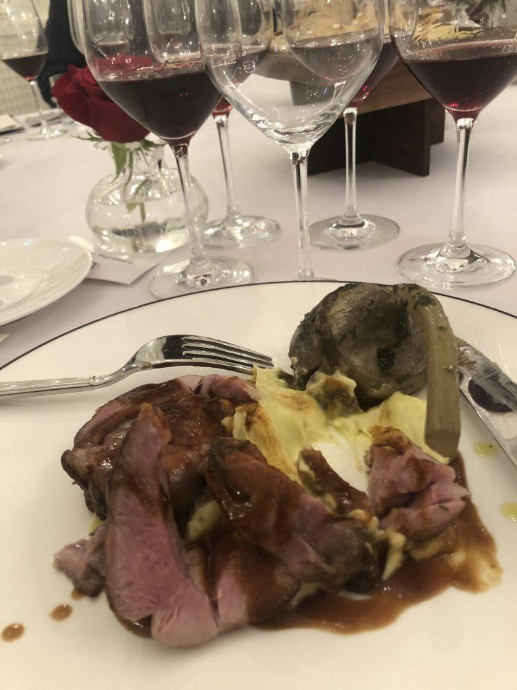 Coscio di agnello con salsa al timo, crema di patate e carciofo alla romana- chef Fulvio Pierangelini