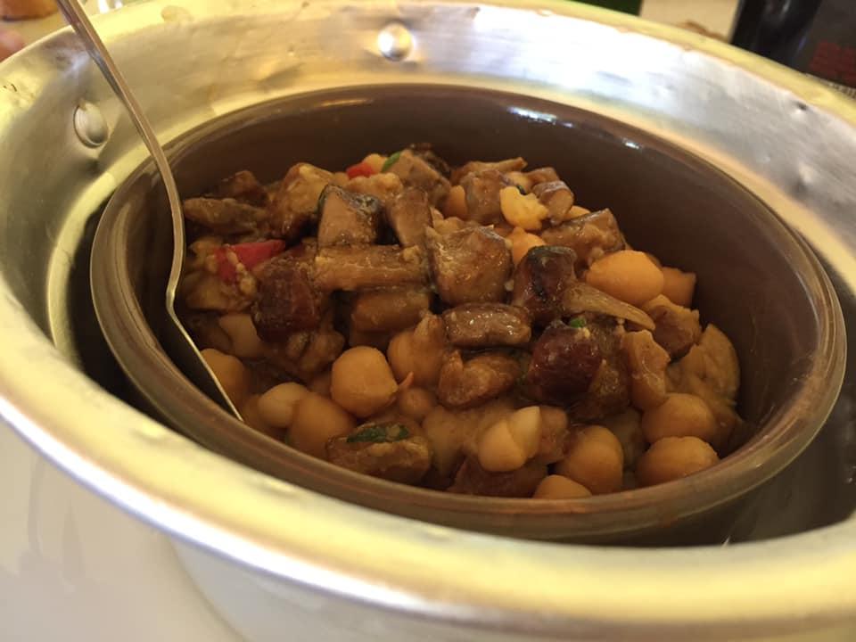 La Chioccia d'Oro, una fantastica zuppa di fagioli, ceci e funghi porcini
