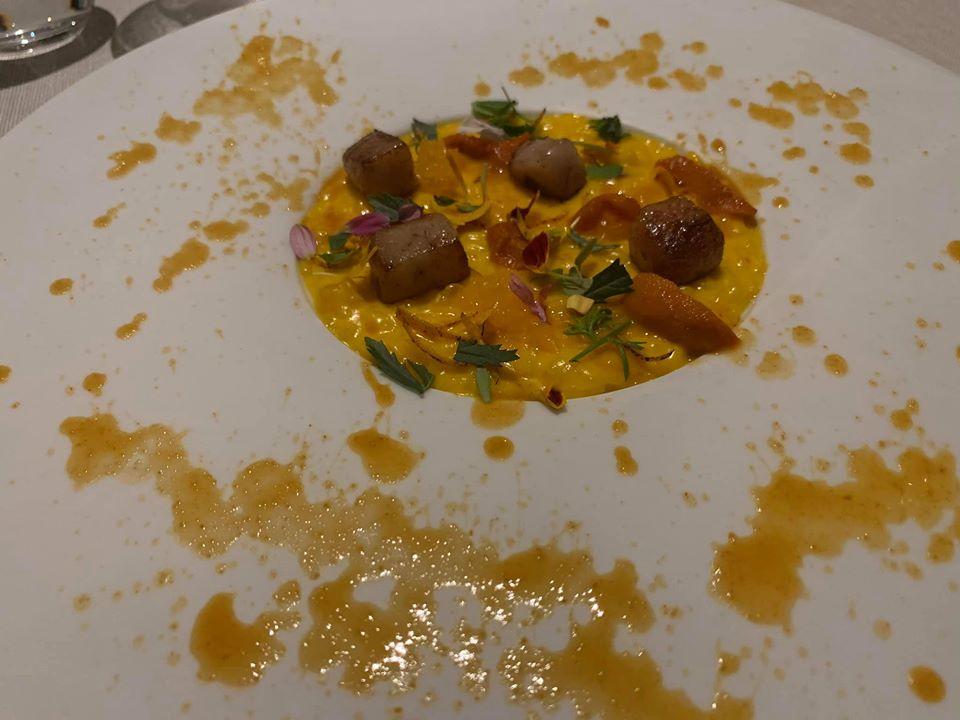 Imago, riso giallo con ricci di mare, clementine e midollo
