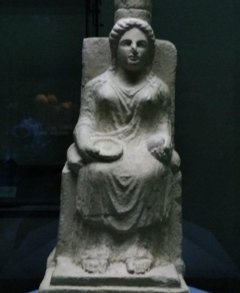 Aperitivi al Parco Archeologico di Paestum Copia della statuetta di Hera
