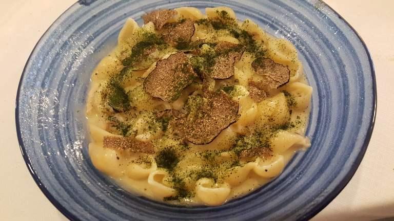 Casamare, Tofetta, cannolicchi, patate e tartufo nero