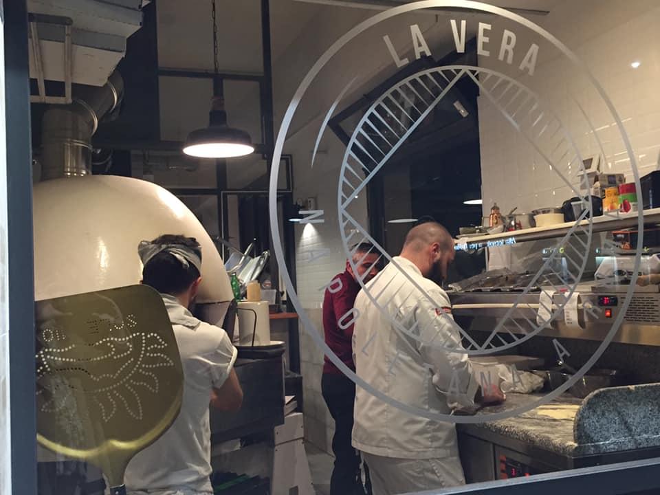 La Vera napoletana a Roma, i pizzaioli al lavoro