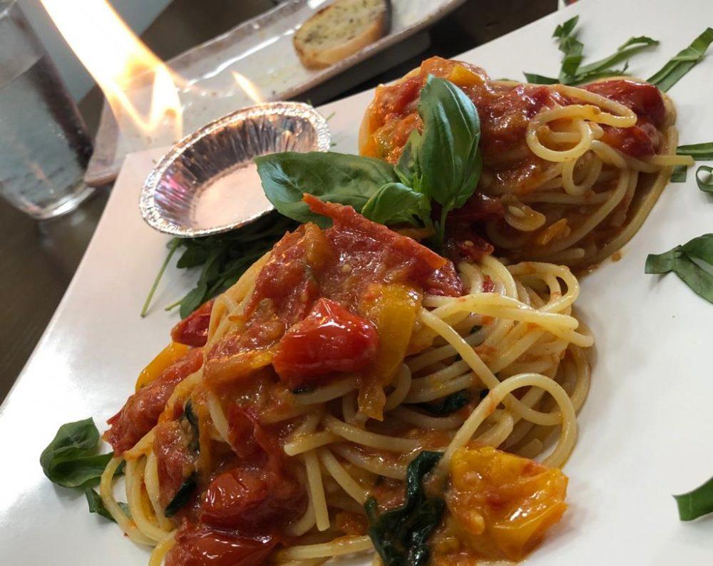 Spaghetti al pomodoro, a fuoco