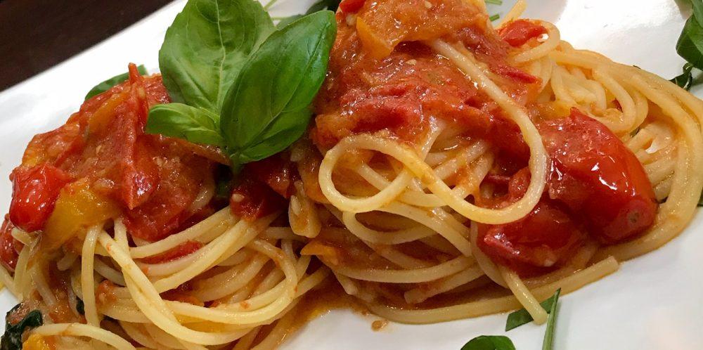 Spaghetti al pomodoro in primo piano