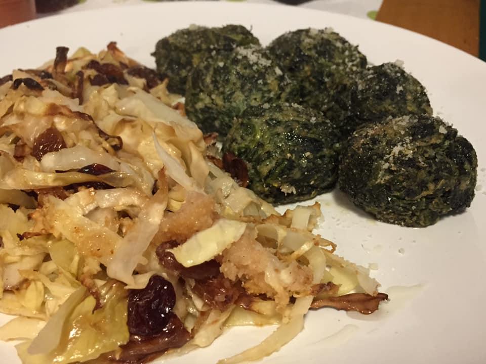 Spiedo Roma, gnudi di ricotta e spinaci con verza al gratin