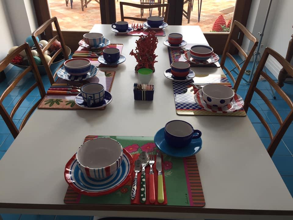 La Minervetta maison, uno dei tavoli pronti per la colazione