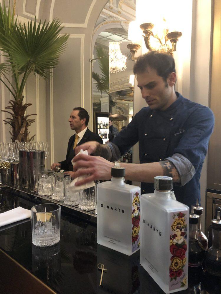 Filippo Sisti bartender del Talea di Milano utilizza Ginarte
