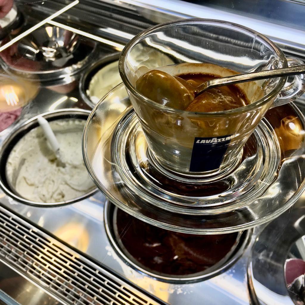 Gelateria Acquagelata - Gelato affogato al caffe'