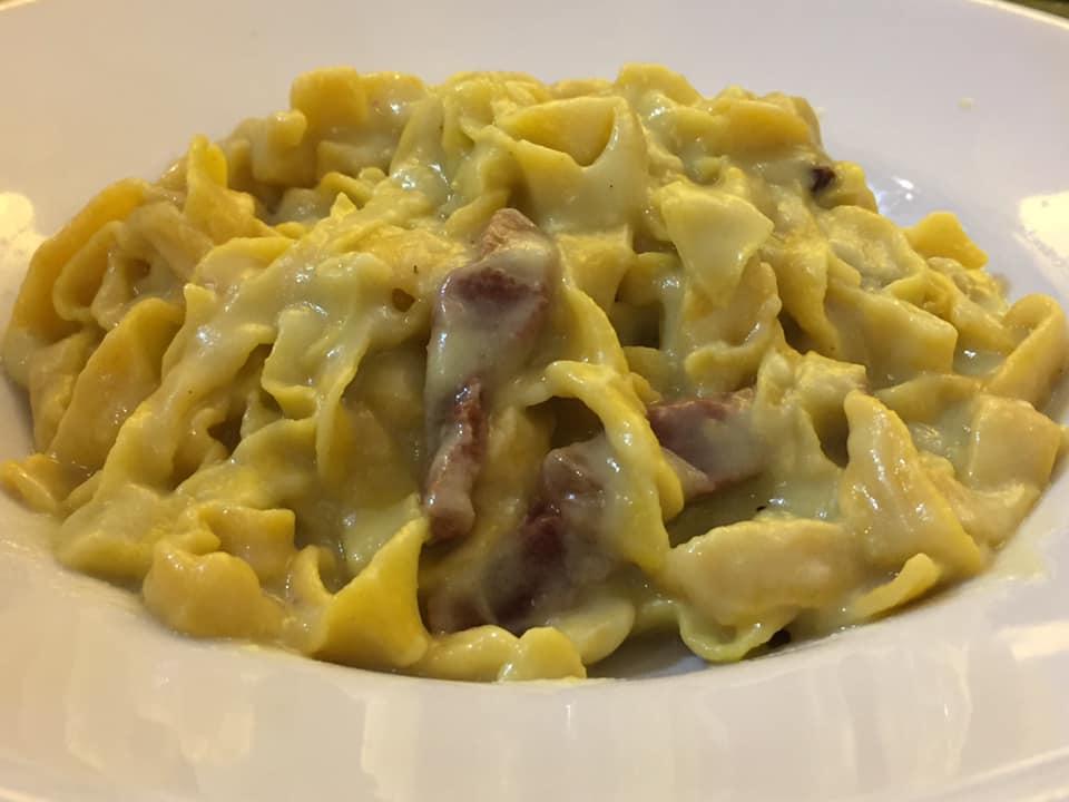 Trattoria Etruria, fettuccine con crema di broccoletti, guanciale e pecorino