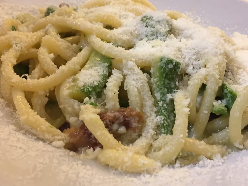 Trattoria Etruria, strozzapetri con zucchine, guanciale e pecorino