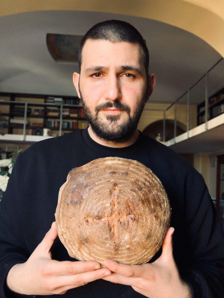 INGORDO - Alessandro ed una pagnotta di pane