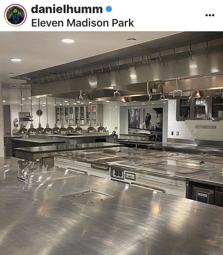 La cucina chiusa dell'Eleven Madison nel post IG di Daniel Humm