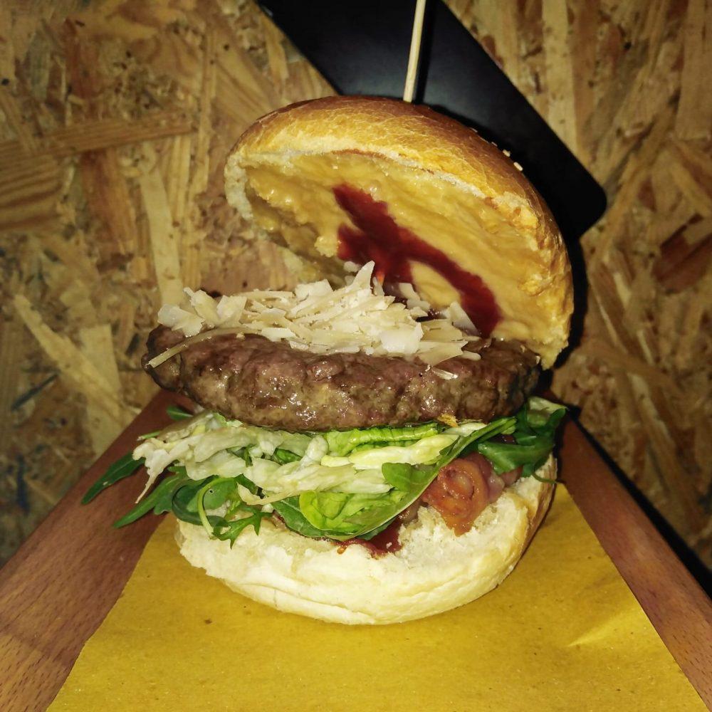 Le Moines Bistrot, Burger Reggiano