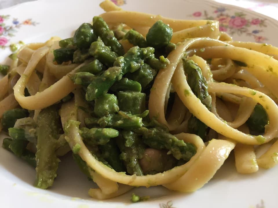 Fresine con asparagi e piselli